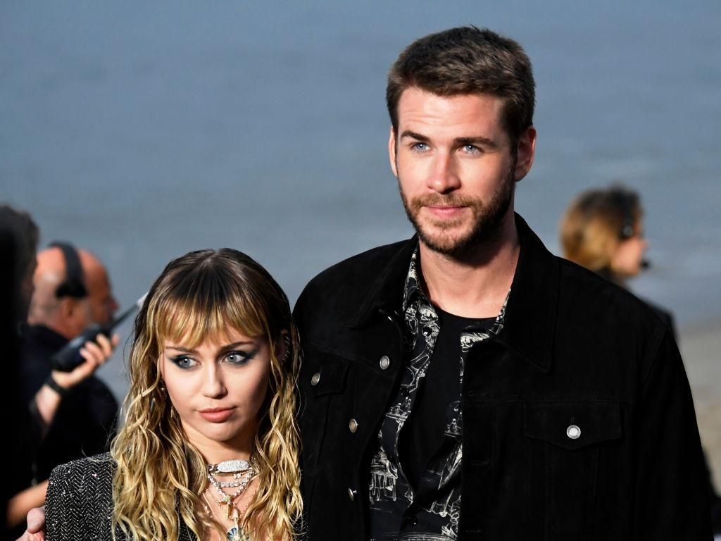 Kisah Cinta Miley Cyrus dan Liam Hemsworth yang Cerai Setelah 8 Bulan Menikah