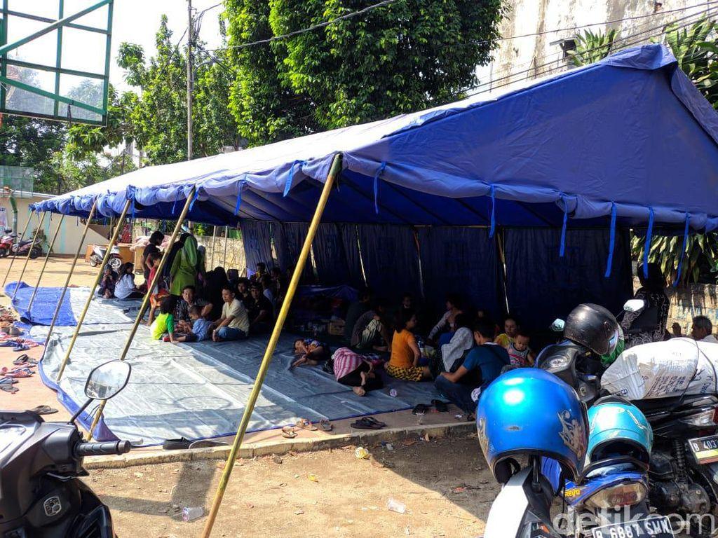 115 Orang Terdampak Kebakaran Lapak Pemulung Pasar Minggu, 1 Dirujuk ke RS
