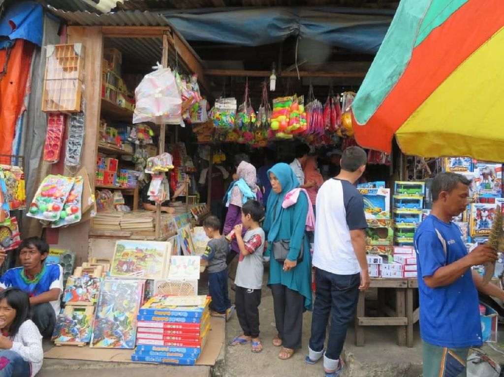 Penjualan Mainan di Pasar Gembrong Tahun Ini Anjlok 50%
