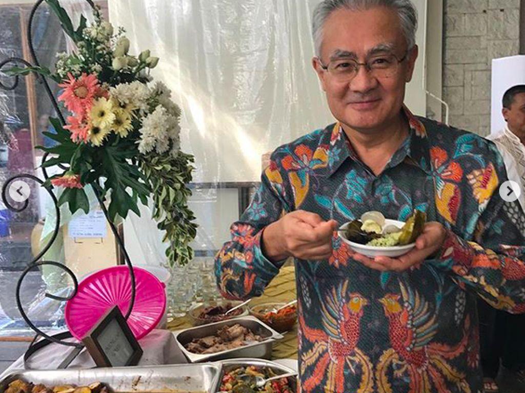 Ikut Lebaran, Dubes Jepang Asyik Makan Ketupat hingga Toge Goreng