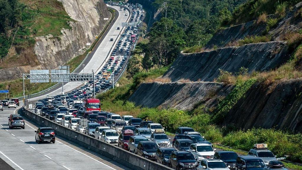 Potret Padatnya Arus Balik di Tol Semarang-Solo