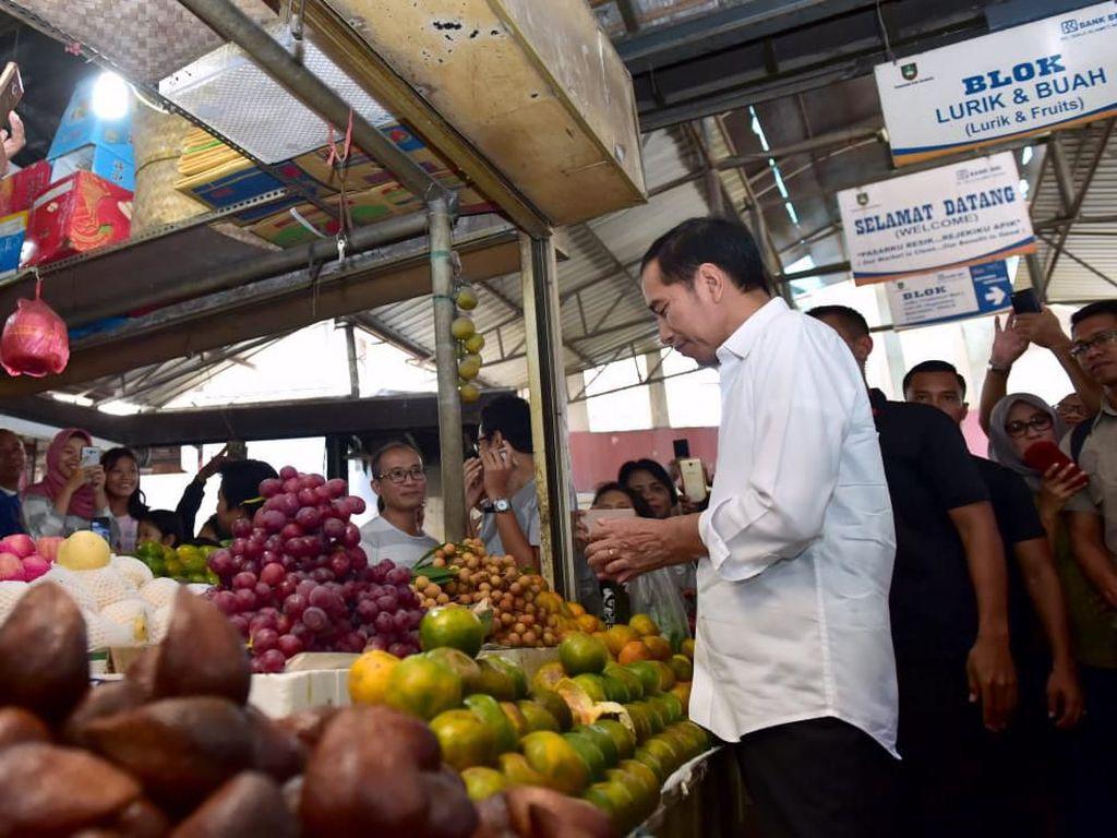 Melihat Jokowi Belanja: Jan Ethes Digendong, Gibran-Kaesang Bawa Belanjaan