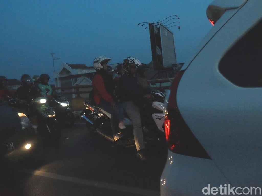 Cerita Pemudik Terjebak Macet Arus Balik di Simpang Jomin