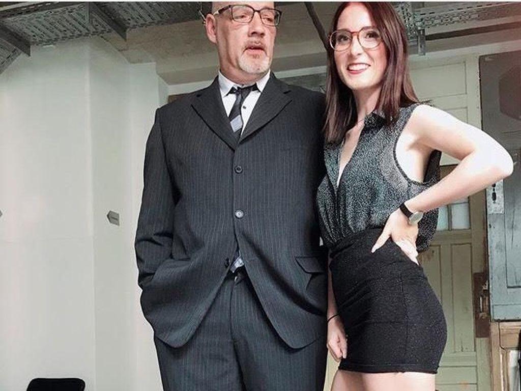 Kontroversi Bintang Porno yang Punya Pacar 36 Tahun Lebih Tua Darinya
