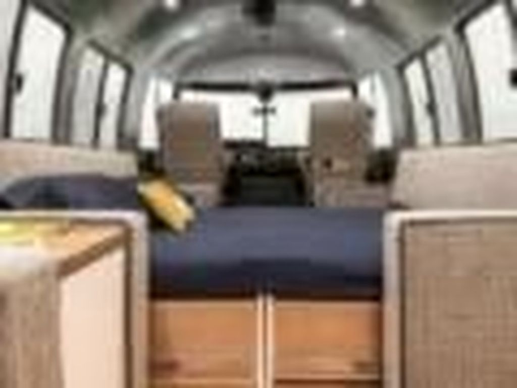 Pesawat Berusia 30 Tahun Ini Disulap Jadi Rumah
