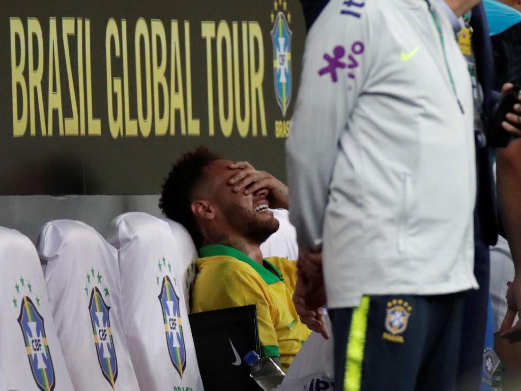 Tak Perlu Operasi, Neymar Cuma Absen Sebulan