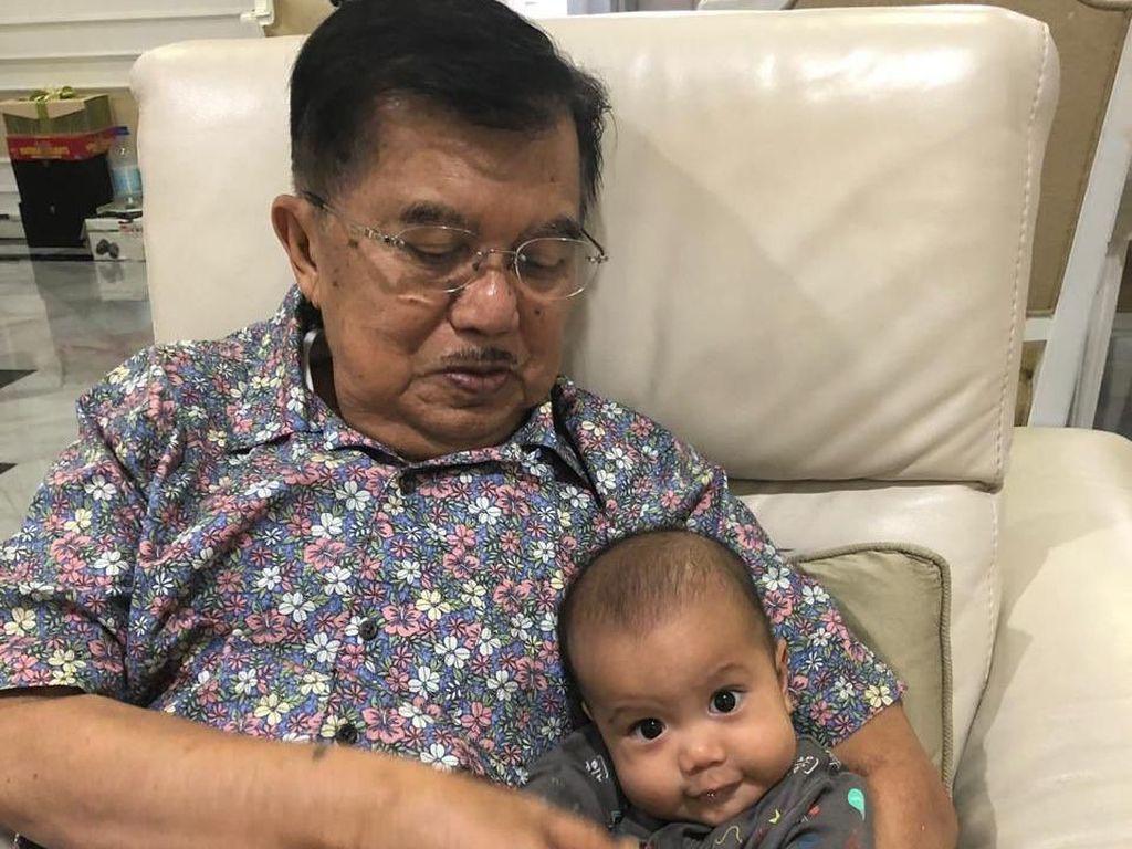 Libur Lebaran Wapres JK: Asyik Momong Cucu, Larang Keluarga Pegang HP