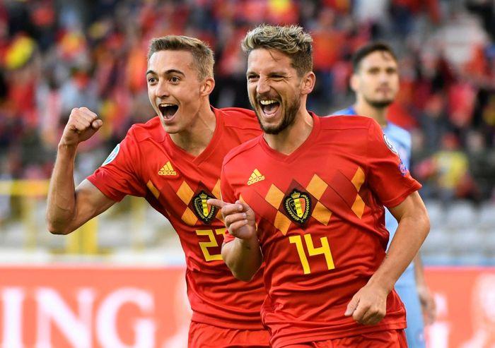 Belgia tampil dominan saat menjamu Kazakhstan. Begitu 90 menit laga berakhir, Red Devils menang tiga gol tanpa balas.