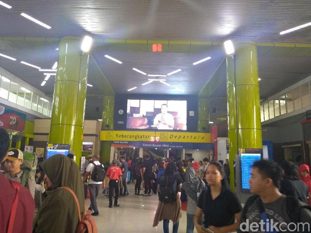 Puncak Arus Balik Diprediksi Hari Ini, Begini Suasana di Stasiun Gambir