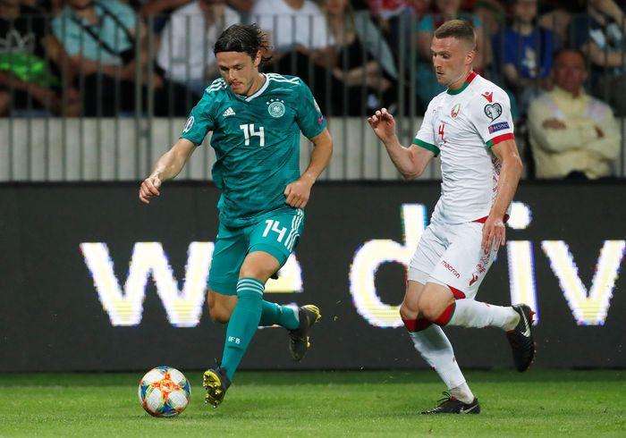 Pada pertandingan Kualifikasi Piala Eropa 2020 Grup C itu Jerman memainkan formasi 3-4-3 dengan Leroy Sane, Marco Reus, dan Serge Gnabry di lini serang.