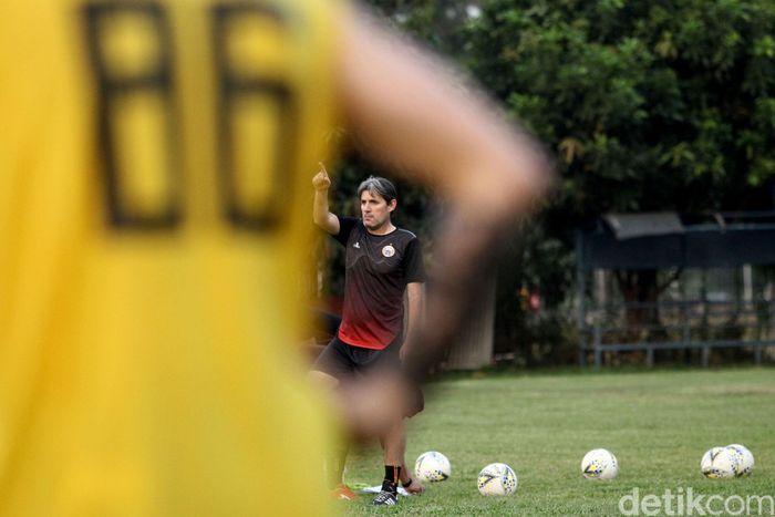 Skuad Persija Jakarta kembali berlatih di Lapangan Sutasoma, Jakarta.,Minggu (9/6/2019). Kini mereka dilatih oleh pelatih anyar asal negeri Matador.