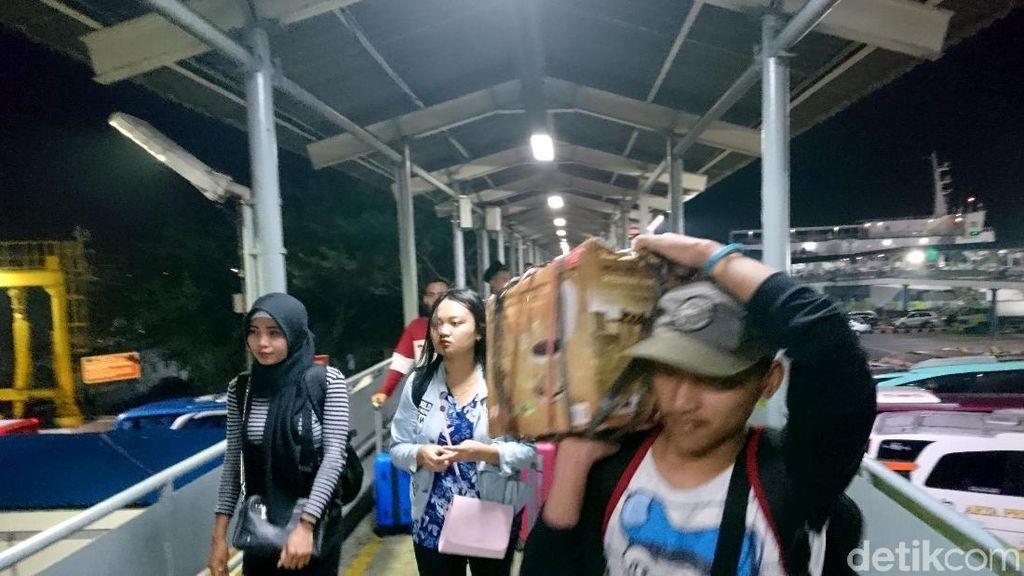Arus Balik, Pemudik dari Sumatera Mulai Padati Merak