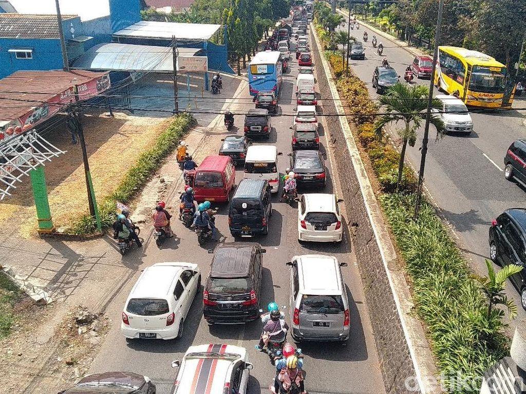 Imbas Karanglo, Jalur Keluar Kota Malang Macet Saat Arus Balik Lebaran