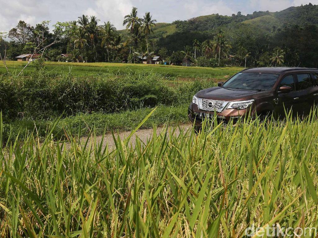 Kegagahan Nissan Terra Membelah Keindahan Sumatera