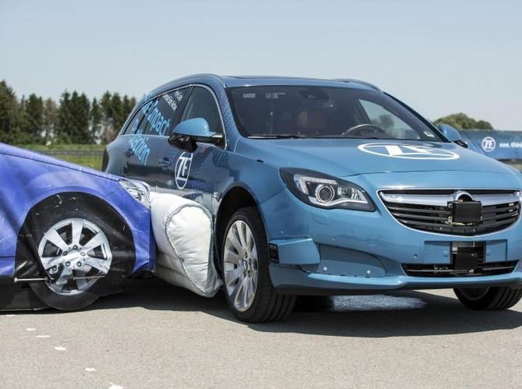 Airbag di Samping Mobil Cegah Risiko Cedera