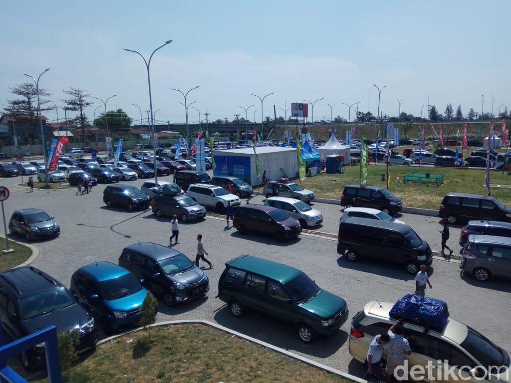Rest Area Tol Pejagan-Pemalang Tak Mampu Tampung Kendaraan Pemudik