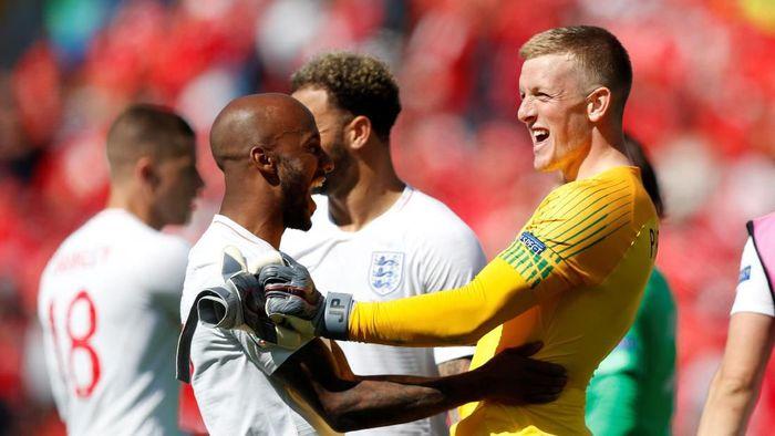 Timnas Inggris usai mengunci peringkat ketiga di ajang UEFA Nations League. The Three Lions menang adu penalti 6-5 atas Swiss. (Foto: Rafael Marchante/Reuters)