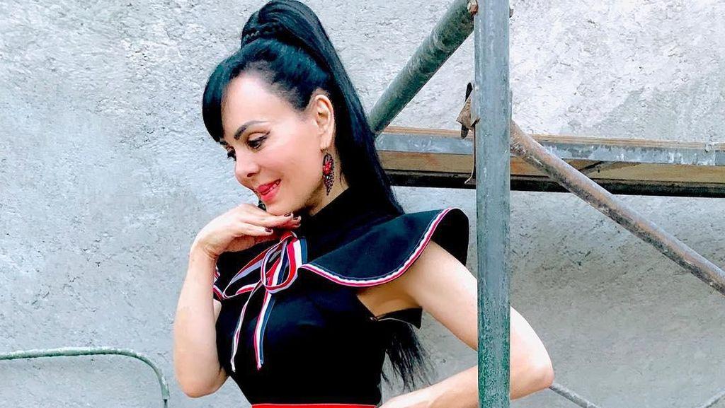 Foto: Model Ini Jadi Sensasi, Rayakan Ultah ke-60 Pamer Pose Tanpa Busana