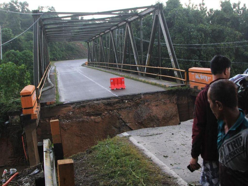 Jalan Trans Sulawesi Terputus Akibat Banjir Bandang