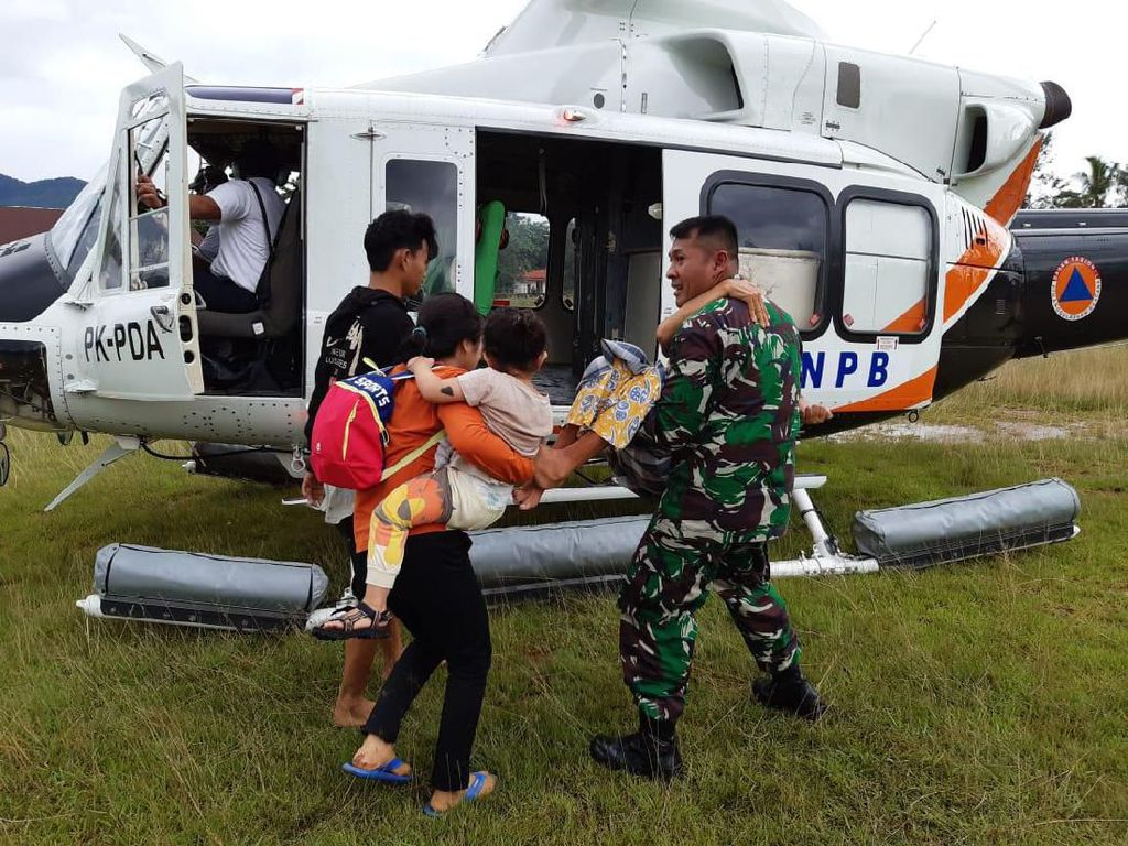 Korban Banjir di Konawe Utara Sultra Dievakuasi dengan Helikopter