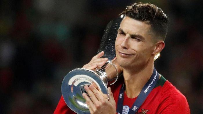 Cristiano Ronaldo kini punya dua trofi internasional bersama Timnas Portugal  (Action Images via Reuters/Carl Recine)