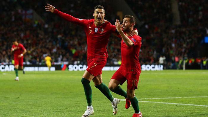 Cristiano Ronaldo dan Bernardo Silva merayakan gol. (Foto: Jan Kruger/Getty Images)