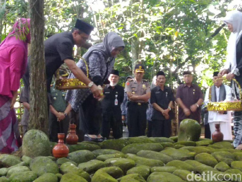 Pejabat Pemkab Ciamis Jaga Tradisi Tapak Tilas ke Makam Bupati