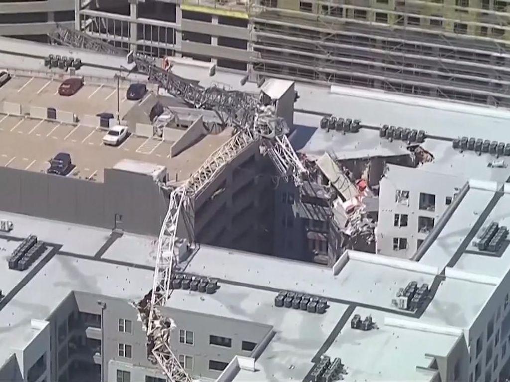 Crane Ambruk Timpa Apartemen di Dallas, 1 Orang Tewas