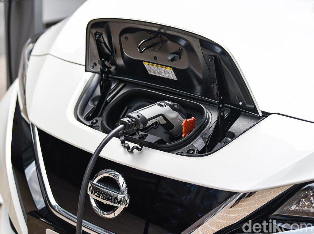 Nissan Leaf Bisa Numpang Ngecas di Fasilitas Mitsubishi