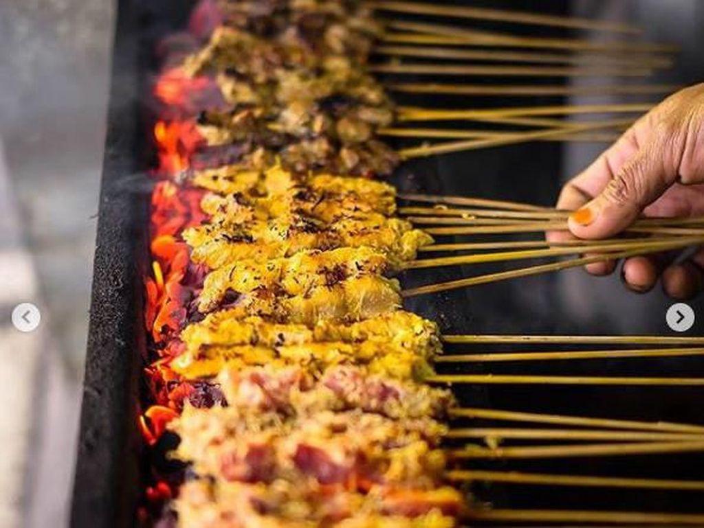 Surabaya Punya Tempat Makan Sate Legendaris untuk Wisata Kuliner
