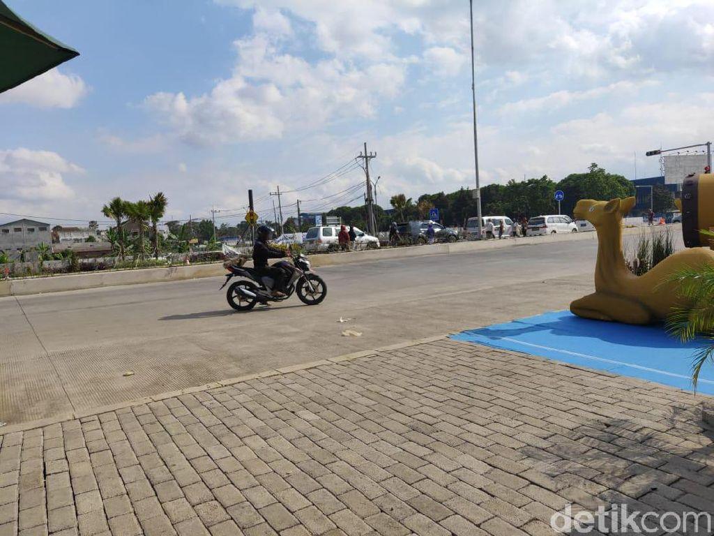 Minim Papan Penunjuk Arah, Banyak Pemotor Salah Jalur di Simpang Karanglo