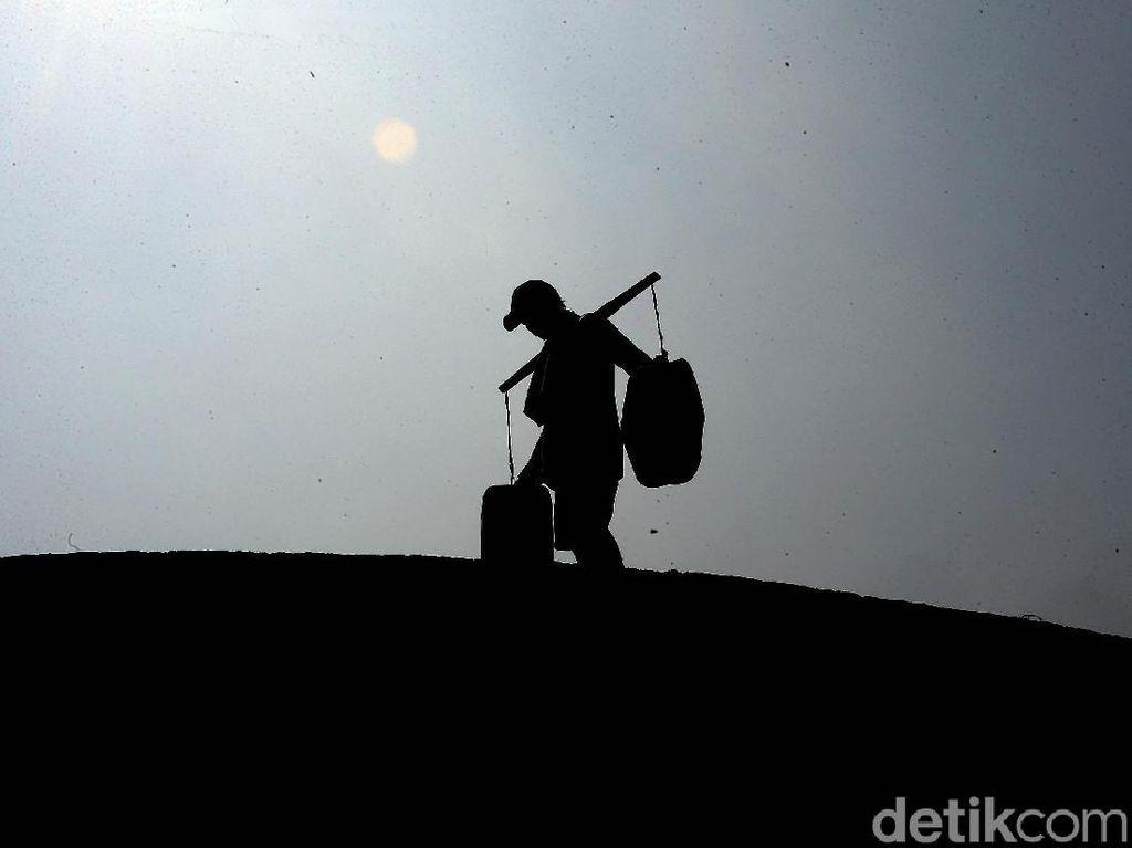Kisah Para Penjual Air Bersih Keliling di Ujung Jakarta