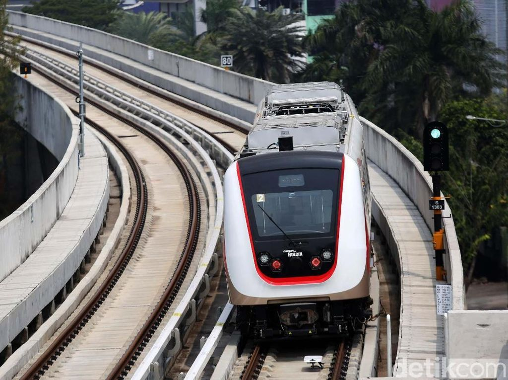 Sudah 2 Kali Uji Coba, Kapan LRT Jakarta Beroperasi?