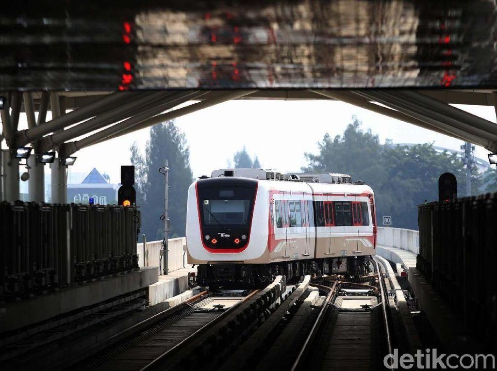 Naik LRT Jakarta Bisa Pakai Kartu dari 5 Bank Ini