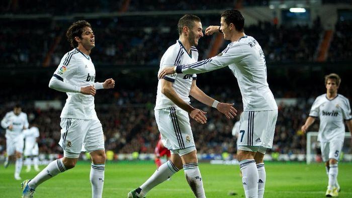 Kaka, Cristiano Ronaldo, dan Karim Benzema dibeli Real Madrid pada musim panas 2009 (Jasper Juinen/Getty Images)
