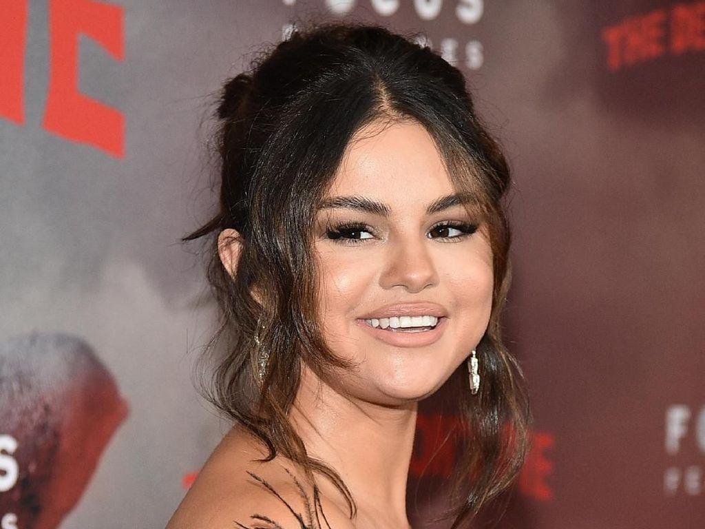Muak Pada Konten Facebook dan IG, Selena Gomez DM Mark Zuckerberg