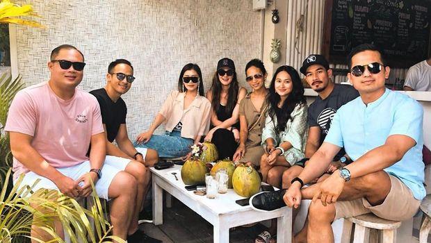 Luna Maya dan Faisal Nasimuddin di Bali