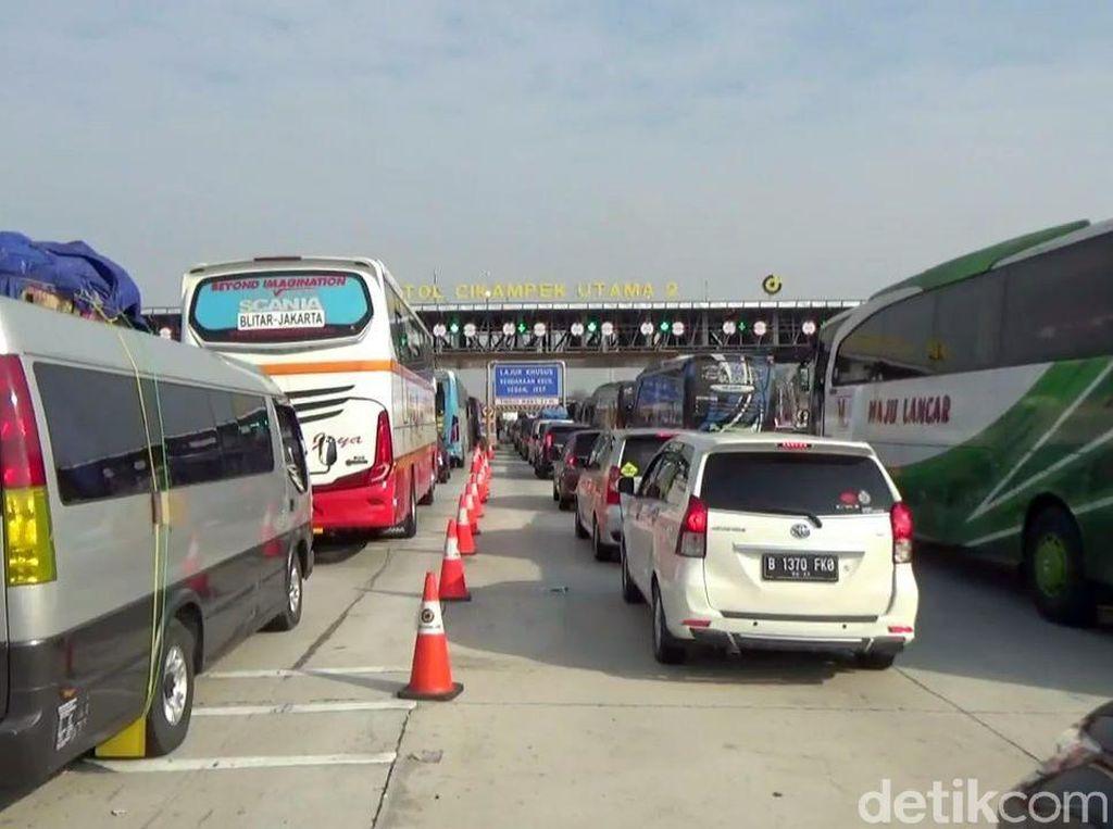 Arus Balik Imlek, 9.300 Kendaraan Masuk Jabodetabek Via GT Cikampek