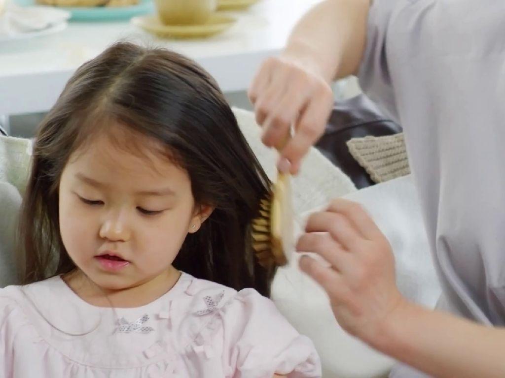 Punya Hobi Makan Aneh, Dokter Temukan Bola Rambut di Perut Anak Ini