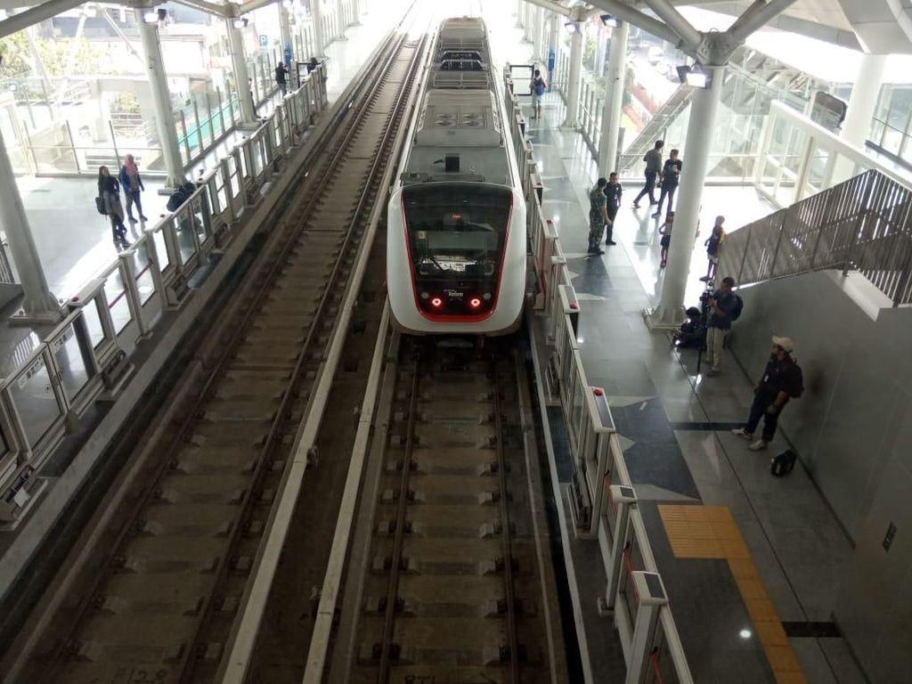 Beda Rute LRT Jakarta Versi Ahok dan Anies