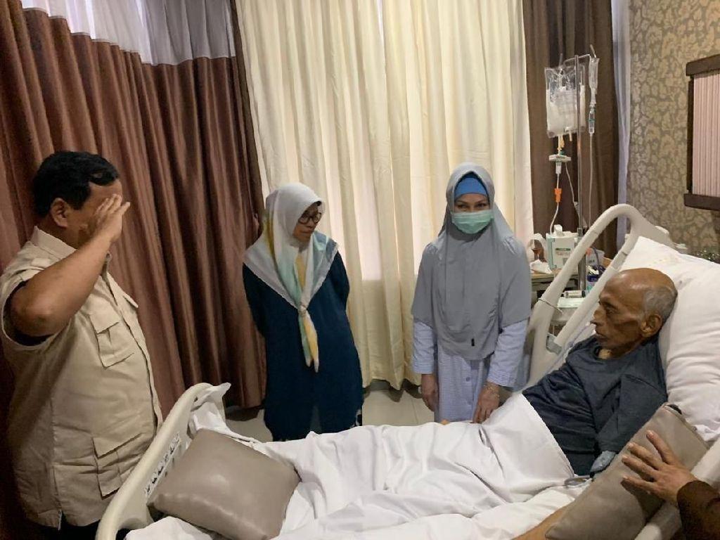 Ke RSPAD, Prabowo Jenguk Eks KSAD George Toisutta yang Sakit Kanker
