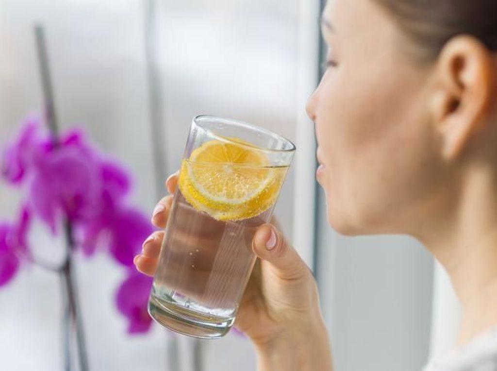 Cara Membuat Infused Water Lemon yang Tidak Pahit dan Sehat