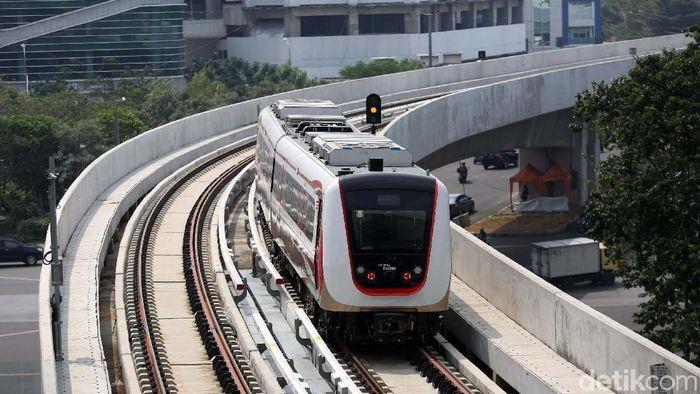 Tak Kunjung Diresmikan, LRT Jakarta Tunggu Apa Lagi?