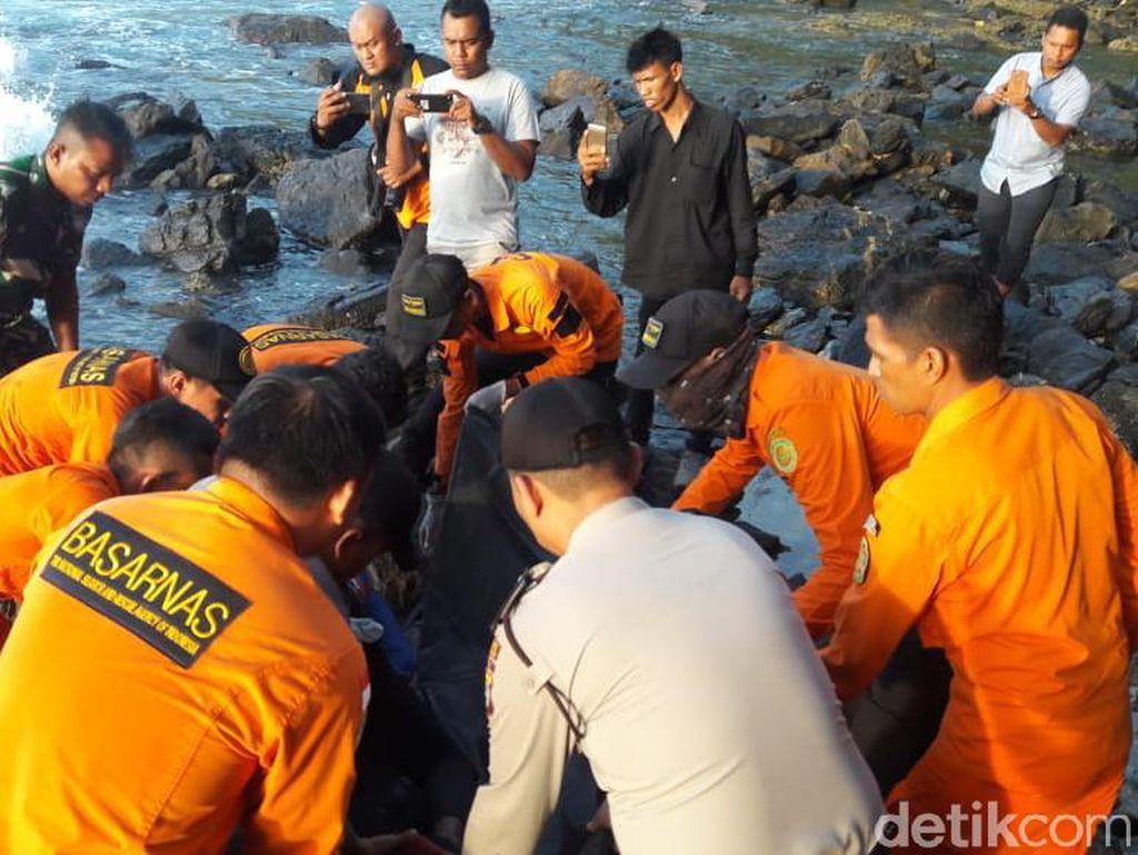 Terpeleset saat Mancing, Alfian Ditemukan Tewas di Tepi Laut Aceh