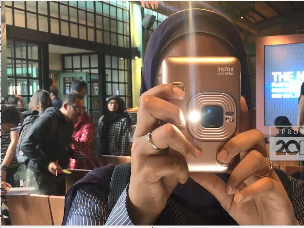 Nggak Cuma Cetak Foto, Instax Mini LiPlay Juga Bisa Abadikan Suara