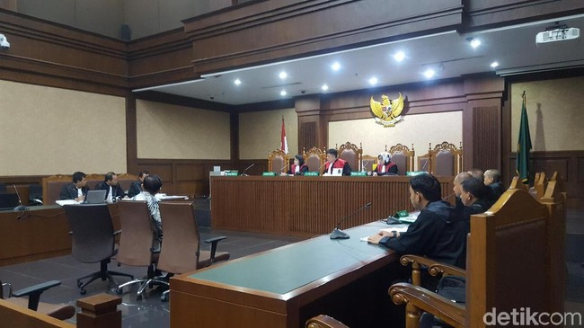 2 Pengusaha Didakwa Suap Direktur Krakatau Steel Rp 157 juta