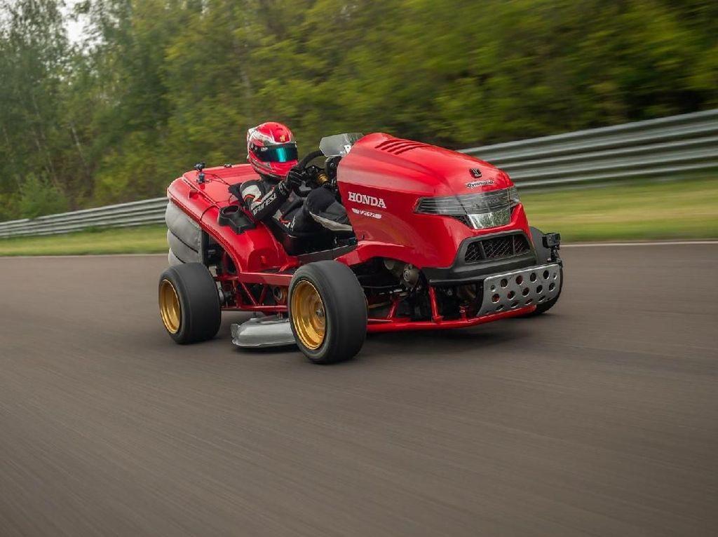 Mobil Pemotong Rumput Tercepat di Dunia