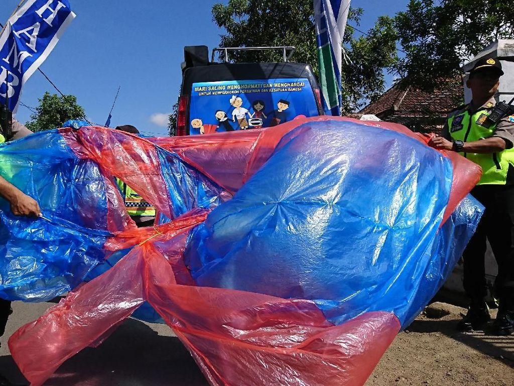 Polisi Musnahkan Puluhan Balon Udara di Trenggalek