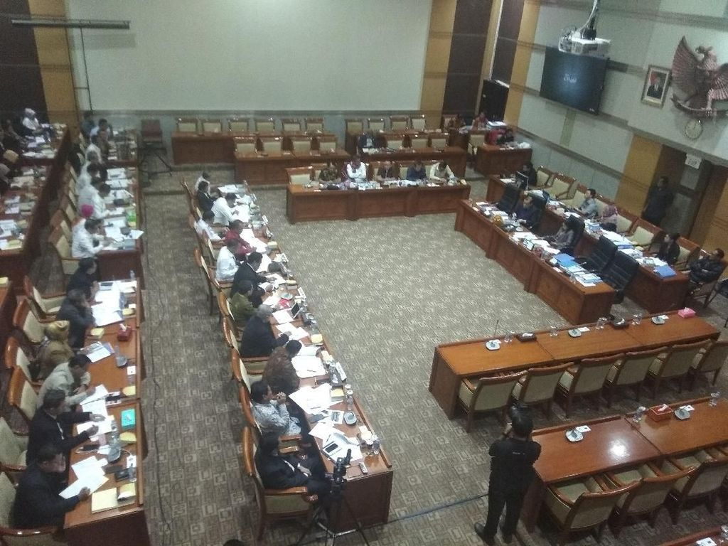 Rapat dengan Komisi III DPR, MK-KY Ajukan Tambahan Anggaran