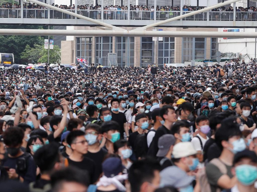 Restoran di Pusat Hong Kong Diserbu Peserta Demo